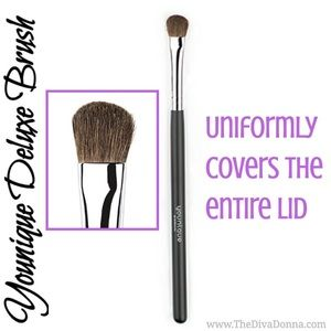 BRAND-NEW Younique Deluxe Brush